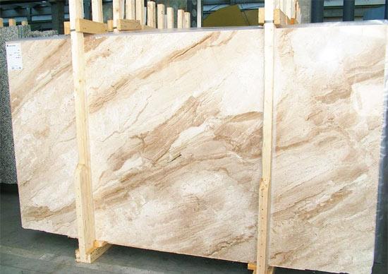 Натуральный травертин для отделки интерьеров и каминов из камня